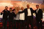 Yvan Muller, Jordi Gené, Rickard Rydell und Gabriele Tarquini (SEAT) freuen sich mit Teamchef Jaime Puig über den WM-Gewinn