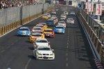 Augusto Farfus und Jörg Müller (BMW Team Germany) fahren vorneweg