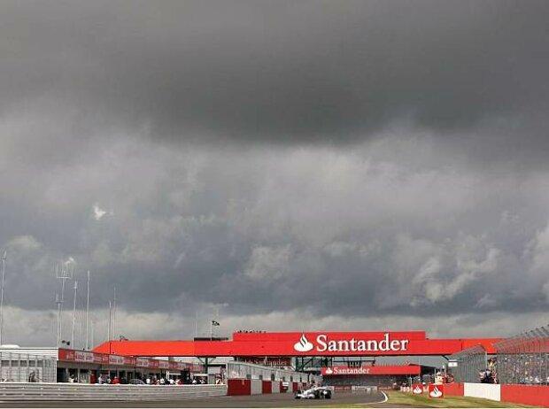 Dunkle Wolken über Silverstone
