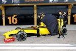 Robert Kubica (Renault) Vitaly Petrov (Campos)