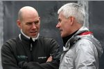 Jock Clear (Renningenieur von Nico Rosberg) spricht mit dem derzeit arbeitslosen Geoff Willis
