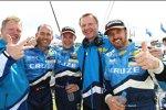 Alain Menu, Robert Huff, Yvan Muller (Chevrolet) feiern mit ihren Chefs