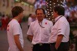 Sebastian Vettel (Red Bull), Willy Rampf (Technischer Direktor) und Norbert Haug (Mercedes-Motorsportchef)