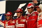 Felipe Massa (Ferrari), Fernando Alonso (Ferrari), Stefano Domenicali (Teamchef) und Lewis Hamilton (McLaren)