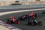 Heikki Kovalainen (Lotus) vor Timo Glock (Virgin)