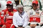 Fernando Alonso (Ferrari), Bernie Ecclestone (Formel-1-Chef) und Jenson Button (McLaren)
