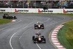 Jaime Alguersuari (Toro Rosso) vor Bruno Senna (HRT)
