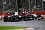 Heikki Kovalainen (Lotus) und Michael Schumacher (Mercedes)