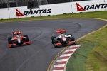 Lucas di Grassi (Virgin) und Lewis Hamilton (McLaren)