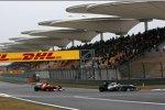 Michael Schumacher (Mercedes) vor Felipe Massa (Ferrari)