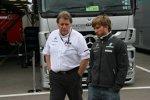 Norbert Haug (Mercedes-Motorsportchef) und Nick Heidfeld (Mercedes)