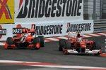 Fernando Alonso (Ferrari) und Timo Glock (Virgin)