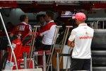 Lewis Hamilton (McLaren) spioniert bei der Konkurrenz