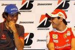 Bruno Senna (HRT) und Felipe Massa (Ferrari)
