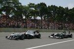 Kamui Kobayashi (Sauber) und Nico Rosberg (Mercedes)