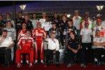 Bernie Ecclestone (Formel-1-Chef) inmitten des Gruppenbildes