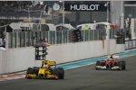 Vitaly Petrov (Renault) vor Fernando Alonso (Ferrari)