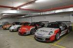 Die Porsche 911er warten auf den Einsatz