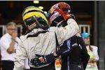 Bruno Senna (HRT) tröstet Mark Webber (Red Bull) nach dessen WM-Pleite in Abu Dhabi