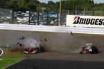 Felipe Massa (Ferrari) schoss am Start in Suzuka Vitantonio Liuzzi (Force India) ab