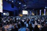 Gäste genießen den Abend bei der FIA-Gala