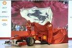 Fernando Alonso (Ferrari) und Felipe Massa (Ferrari) enthüllen den Ferrari F150