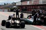Nick Heidfeld (Renault) Michael Schumacher (Mercedes)