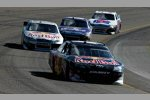 Kasey Kahne vor Brian Vickers (Red Bull)