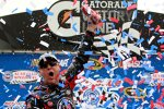 Kevin Harvick (Childress) feiert in der Victory Lane