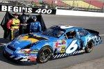 2005 in Michigan: Mark Martin und sein Batmobil aus Anlaß der Batman-Premiere