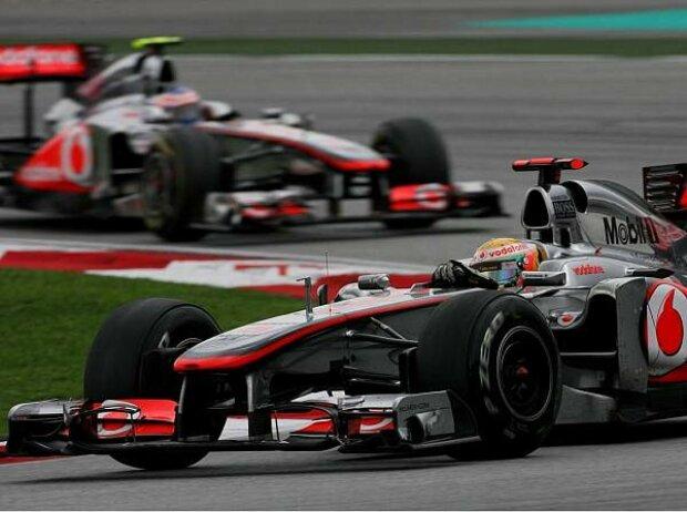 Lewis Hamilton vor Jenson Button