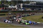 Oriol Servia (Newman/Haas) überholt Danica Patrick (Andretti)