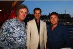 2/3 von Top Gear (James May, links, und Richard Hammond, rechts) rahmen Adrian Sutil (Force India)
