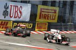 Kamui Kobayashi (Sauber) Lewis Hamilton (McLaren)