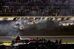 Brian Vickers (Red Bull) crasht mit Martin Truex Jr. (Waltrip)