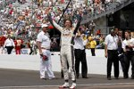 Dan Wheldon feiert seinen zweiten Indy-500-Sieg