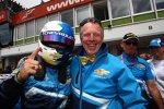 Robert Huff (Chevrolet) feiert mit Chevrolet Europa Motorsport-Manager Eric Neve