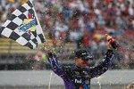 Denny Hamlin feiert seinen ersten Saisonsieg