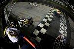 Kyle Busch (Gibbs) holte sich bei der Sprint-Cup-Premiere auf dem Kentucky Speedway den Sieg