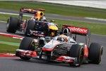 Lewis Hamilton (McLaren) vor Sebastian Vettel (Red Bull)