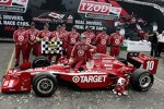 Dario Franchitti (Ganassi) in der Victory Lane