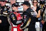 Boss Tony Stewart gratuliert Sieger Ryan Newman in der Victory Lane