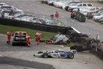 Tony Kanaan (KV/Lotus) und Tomas Scheckter (Dreyer and Reinbold) kollidierten heftig