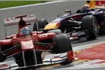 Fernando Alonso (Ferrari) vor Mark Webber (Red Bull)
