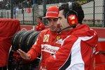 Fernando Alonso mit Renningenieur Andrea Stella