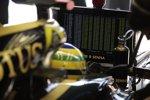 Bruno Senna (Renault) sieht sich auf Rang 10