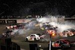 Bereits in Runde acht nahm das Rennen für einige der Chase-Kandidaten einen schlechten Lauf...