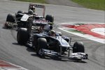 Pastor Maldonado (Williams) vor Bruno Senna (Renault)