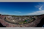 Race Action in Loudon