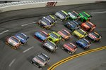 Race Action in Talladega mit Brian Vickers (Red Bull) an der Spitze
